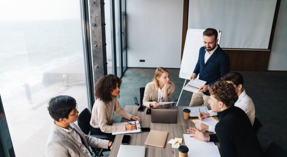 Gegen den Sand im Getriebe: Warum Führungskräfte Business Coaching brauchen